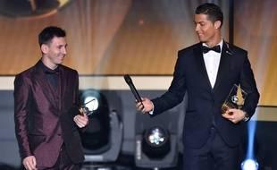 Lionel Messi et Cristiano Ronaldo lors de la cérémonie du Ballon d'or, le 12 janvier 2015.