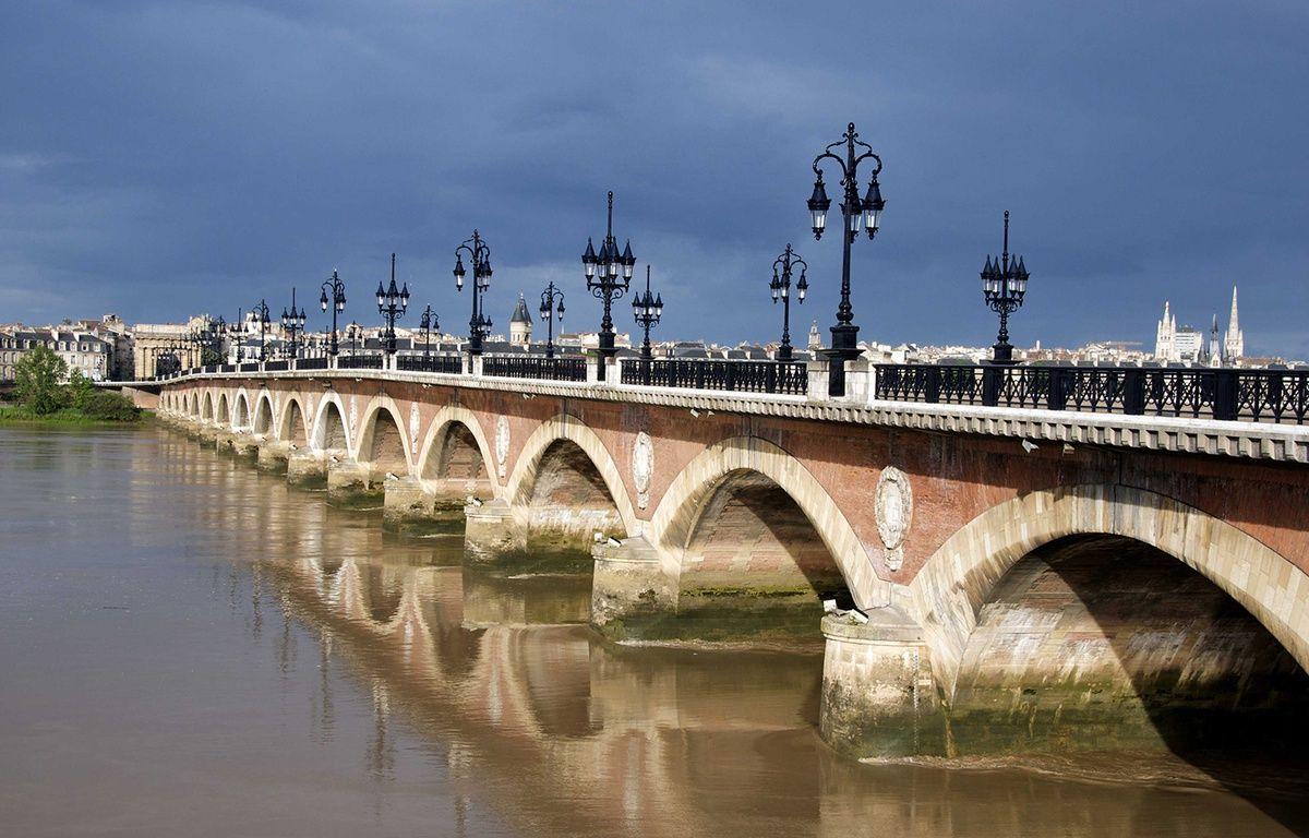 Le Pont de pierre, à Bordeaux. – JAUBERT/SIPA