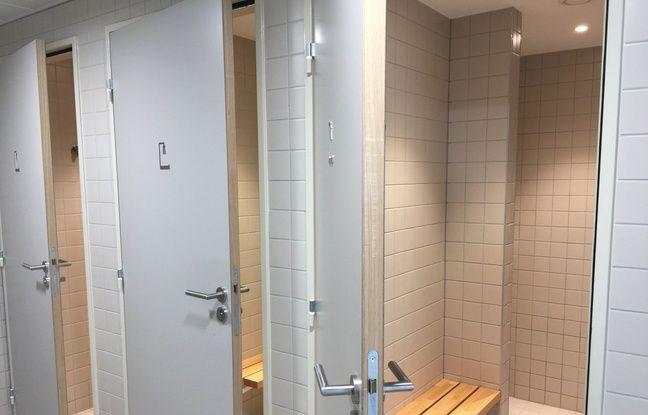 Les douches dans le local La Bulle. Strasbourg le 16 juillet 2019.