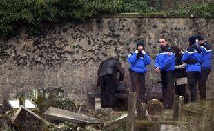 Près de 300 tombes ont été profanées au cimetière juif de Sarre-Union (Bas-Rhin).