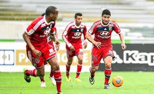 Nabil Fekir, balle au pied, et Corentin Tolisso, en arrière-plan.