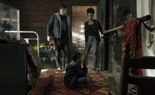 Jason Ritter, Ja'Siah Young et Alisha Wainwright dans la série « Comment élever un super-héros ».