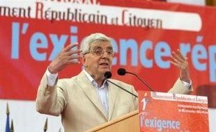 Le congrès du Mouvement républicain et citoyen (MRC), réuni dimanche au Kremlin-Bicêtre, en région parisienne, a élu Jean-Pierre Chevènement à la présidence de ce parti dont il était jusqu'à présent le président d'honneur.