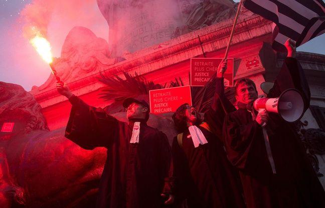Réforme des retraites: Nicole Belloubet demande aux avocats de suspendre leur grève