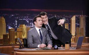 Les animateurs américains Jimmy Fallon (gauche) et Stephen Colbert.