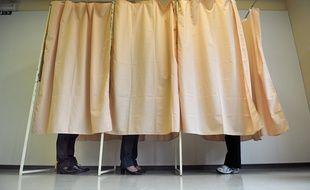 Trois électeurs lors des élections régionales de 2010. (Illustration)