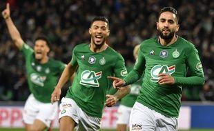 Ryad Boudebouz, suivi ici par Denis Bouanga, vient d'inscrire à la 94e minute le but synonyme de ticket pour le Stade de France.