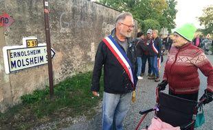 Dany Karcher, maire de Kolbsheim et Germaine, 89 ans, peu après l'expulsion de la ZAD.