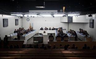 Dix ans après le naufrage du Prestige, le procès de la plus grave marée noire de l'histoire de l'Espagne s'est ouvert mardi à La Corogne, en Galice, où vont être jugés pendant plusieurs mois quatre accusés, dont le commandant du pétrolier.