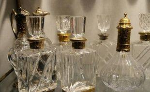 Des flacons de parfum en cristal à Colombes, le 10 octobre 2013