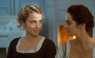 Adèle Haenel et Noémie Merlant dans Portrait de la jeune fille en feu