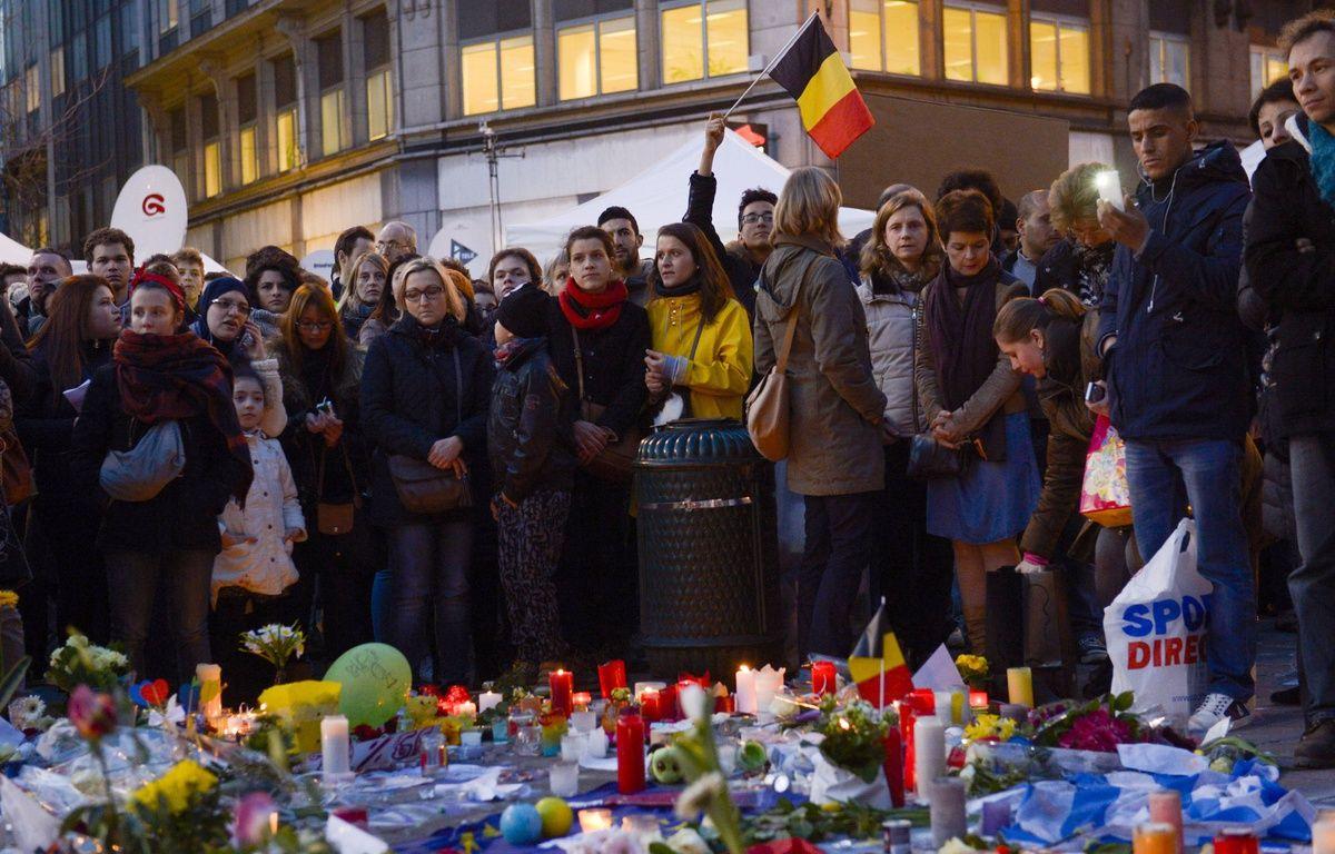 Rassemblement place de la Bourse à Bruxelles, le 25 mars 2016, quelques jours après les attentats. – SIPA