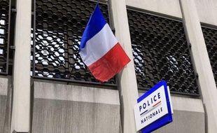 Cinq collégiens de 14 à 16 ans ont été placés en détention, soupçonnés d'avoir violé à Saint-Denis (Seine-Saint-Denis) une élève du même établissement âgée de 13 ans, avec la complicité de deux adolescentes, dont l'une a également été écrouée.