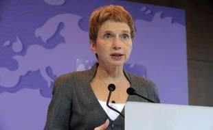 """La présidente du patronat français, Laurence Parisot, a déclaré mardi qu'elle n'était """"pas dans la logique"""" d'une sortie de la Grèce de la zone euro, ouvertement évoquée par certains dirigeants politiques et économiques."""