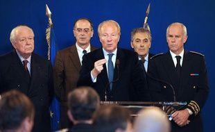 Le ministre de l'Intérieur, Brice Hortefeux, s'exprime le 21 novembre 2010  à Marseille, après la mort d'un adolescent de 16 ans la veille.