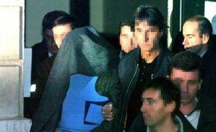 """Romain Dupuy a raconté mercredi devant la chambre de l'instruction de Pau, qui examine en appel son non-lieu psychiatrique, comment dans un état de """"délire"""" il avait tué une infirmière et une aide-soignante en 2004 dans un hôpital de Pau."""