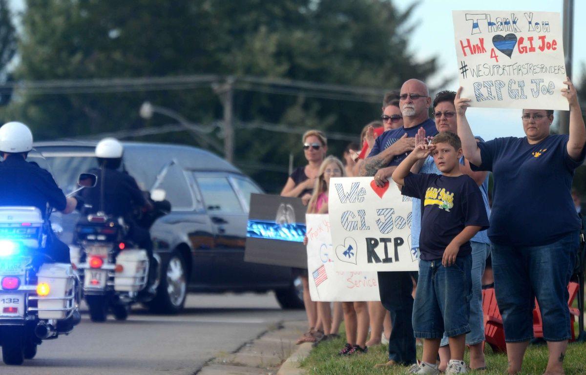 Charles Joseph Gliniewicz, policier de l'Etat de l'Illinois (Etats-Unis), avait été enterré en héros le 7 septembre 2015. Escroc en puissance, il s'est, en réalité, suicidé. – Patrick Kunzer/AP/SIPA