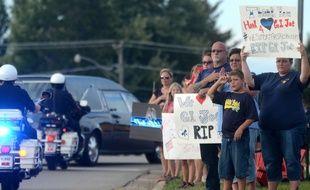 Charles Joseph Gliniewicz, policier de l'Etat de l'Illinois (Etats-Unis), avait été enterré en héros le 7 septembre 2015. Escroc en puissance, il s'est, en réalité, suicidé.