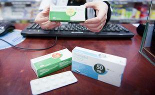 Le 25 janvier 2012. Le tramadol est un analgésique central ayant une activité et une efficacité proche de celle de la codéine. On le classe dans la catégorie des antalgiques de niveau 2. Il agit sur le même type de récepteur que la morphine. Il n'est délivré que sur ordonnance.