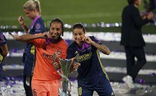 La gardienne de l'OL Sarah Bouhaddi et sa complice Dzsenifer Marozsán rejoindront le club d'OL Reign dès le mois de juin, sous forme de prêt, afin de disputer le championnat américain.