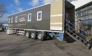 Un camion frigorifique transformé en abri pour SDF