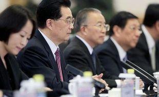Le président chinois Hu Jintao a annoncé jeudi que son pays allait doubler ses crédits au continent africain, pour un total de 20 milliards de dollars, afin de soutenir les infrastructures, l'agriculture, l'industrie manufacturière et le développement des PME.