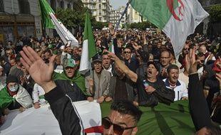 Des manifestants algériens, le 13 mars 2020 à Alger.