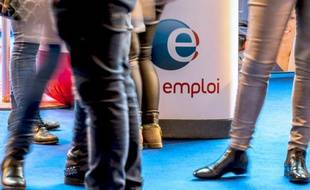 Le nombre de demandeurs d'emploi sans aucune activité a reculé de 60.000 en mars (-1,7% par rapport à février) pour s'établir à 3,53 millions en France métropolitaine, selon le ministère du Travail