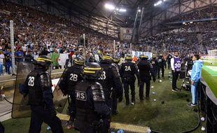 Les CRS interviennent au Vélodrome, le 20 septembre 2015.