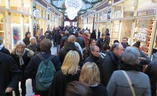 Nantes, le 14 décembre 2014, la foule en centre-ville un dimanche après-midi où les commerces sont ouverts pour la première fois