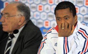 Le capitaine de l'équipe de France, Patrice Evra, lors d'un point presse à Knysna, le 19 juin 2010.