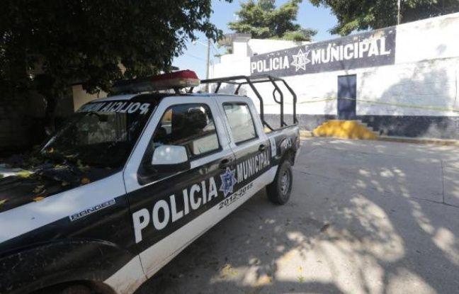 Une voiture de police devant le commissariat d'Iguala au Mexique, le 6 octobre 2014
