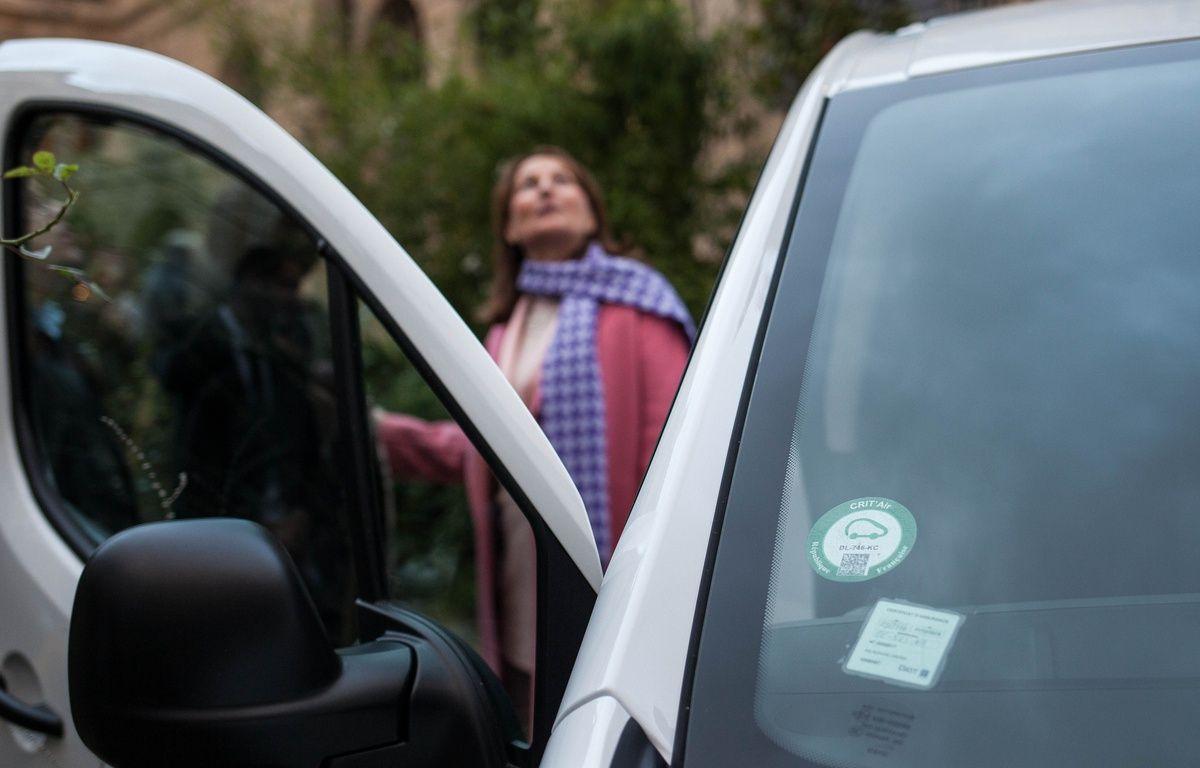 Ségolène Royal, ministre de l'Environnement, lors d'un événement presse pour marquer le cap du million de vignettes Crit'air commandées. – Tristan Reynaud/SIPA