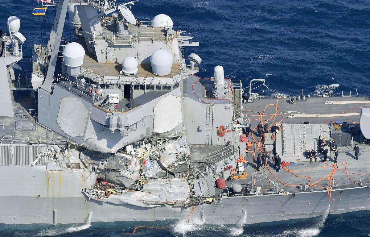Le destroyer américain USS Fitzgerald sérieusement endommagé après sa collision avec un navire philippin, le 16 juin 2017, à environ 56 miles nautiques au sud-ouest de la ville japonaise de Yokosuka. – Iori Sagisawa/AP/SIPA
