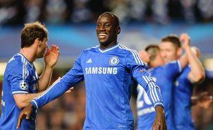 Le joueur de Chelsea, Demba Ba, buteur lors de la victoire contre le PSG (2-0), en quart de finale retour de la Ligue des champions, le 8 avril 2014.