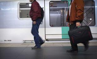 Des employés d'entreprises de Paris la Défense peuvent gagner des cadeaux s'ils ne prennent pas les transports en commun pendant les heures de pointe