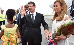 Manuel Valls et Anne Gravoin à Abidjan, le 30 octobre 2016.