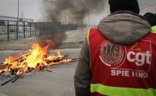 Des dockers en grève contre la réforme des retraites, au Havre.