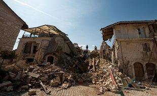 A Onna, un village des environs, il ne reste que des gravats et quelques maisons éventrées. Quarante personnes sont mortes sur les 300 qui y vivaient.
