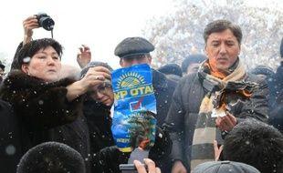 Entre 200 et 300 manifestants se sont rassemblés mardi à Almaty, principale ville du Kazakhstan, pour contester les résultats des législatives remportées par le parti du pouvoir avec 81% des voix, un scrutin qui selon l'OSCE n'a pas respecté les principes démocratiques.