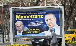 Affiche dans les rues de Ankara, le 20 mars 2013,  montrant le Premier ministre turc Erdogan et israélien Benjamin Netanyahu