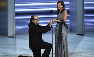 Le réalisateur Glenn Weiss a demandé sa compagne en mariage en direct lors des 70e Emmy Awards, le 17 septembre 2018.
