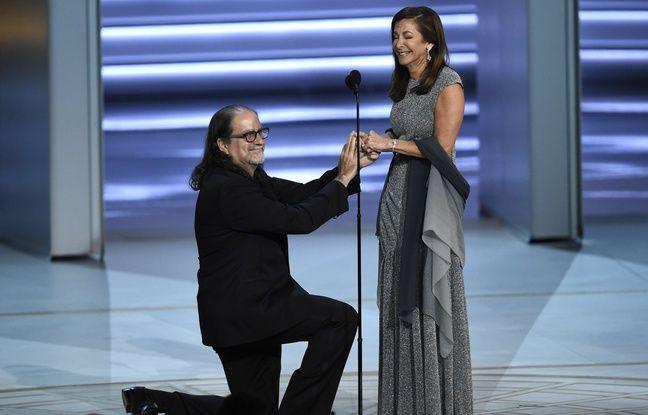 VIDEO. Il remporte un Emmy et fait sa demande en mariage en direct