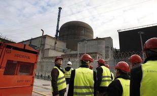 Une nouvelle panne, survenue dans la nuit de vendredi à samedi sur le circuit secondaire du réacteur 1 de la centrale nucléaire de Flamanville (Manche), a conduit à découpler cette unité du réseau, a-t-on appris auprès de la direction du site.