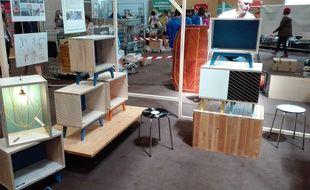 """Les meubles """"design"""" étaient en bonne place au salon Emmaüs qui avait lieu le dimanche 25 juin 2017."""