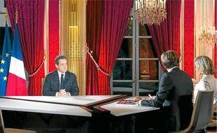 Nicolas Sarkozy plaide pour une baisse du coût du travail pour garder les usines en France.