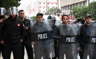 Plus de 200 personnes ont été arrêtées et des dizaines blessées lors de heurts dans plusieurs villes en Tunisie.