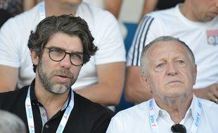 Juninho et Jean-Michel Aulas, ici à Bourgoin-Jallieu le 13 juillet, lors d'un match de préparation de l'OL contre le Servette Genève.