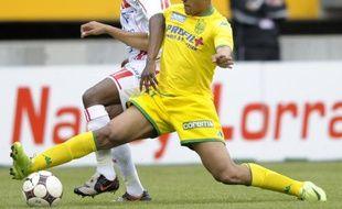 Le Nantais Vainqueur (en jaune) en le Nancéien N'Guemo (en blanc) à la lutte lors du match Nancy - Nantes du 26 avril 2009.