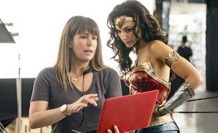 La réalisatrice Patty Jenkins et l'actrice Gal Gadot sur le tournage de Wonder Woman